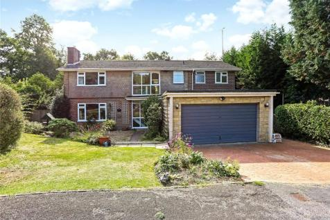 Dolphin Close, Haslemere, Surrey, GU27. 5 bedroom detached house