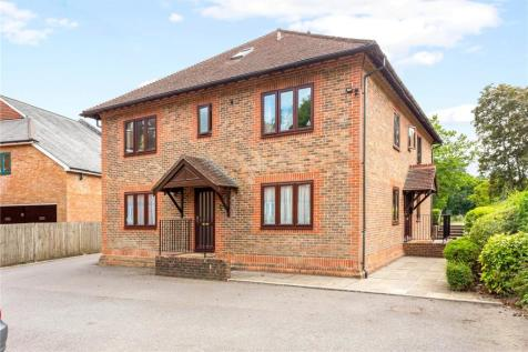 The Limes, St. Christophers Green, Haslemere, Surrey, GU27. 2 bedroom flat