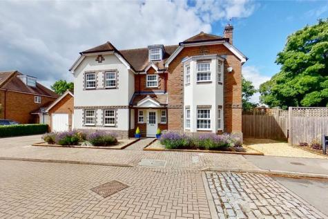Chilterns End Close, Henley-on-Thames, RG9. 6 bedroom detached house for sale