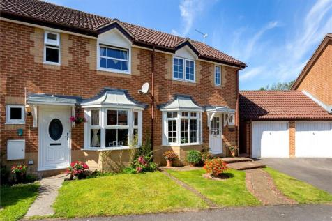 Valley Side, Liphook, Hampshire, GU30. 2 bedroom terraced house for sale