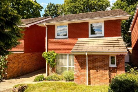 Stonehouse Road, Liphook, Hampshire, GU30. 4 bedroom detached house for sale