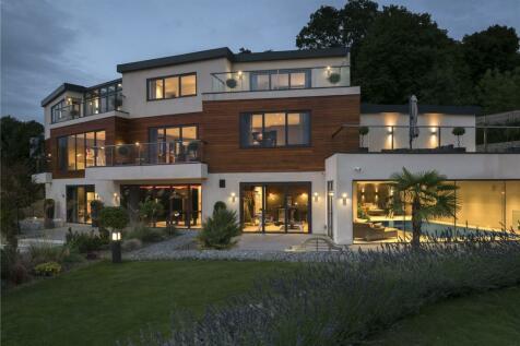 Harvest Hill, Bourne End, Buckinghamshire, SL8. 5 bedroom detached house for sale