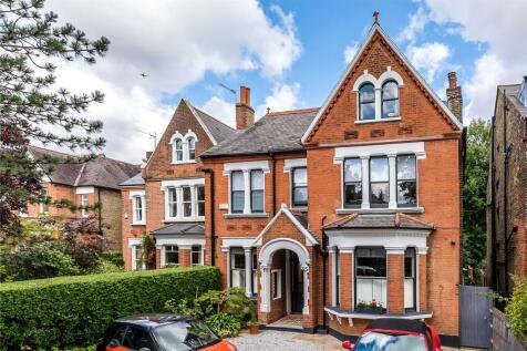 Grove Park, London, SE5. 6 bedroom detached house