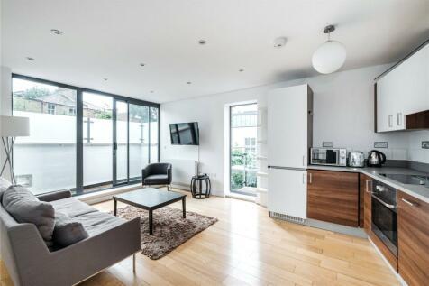 Mildmay Grove North, London, N1. 2 bedroom flat