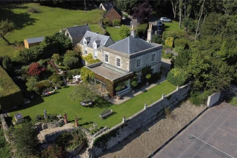 Bownham, Brimscombe, Stroud, Gloucestershire, GL5. 5 bedroom detached house