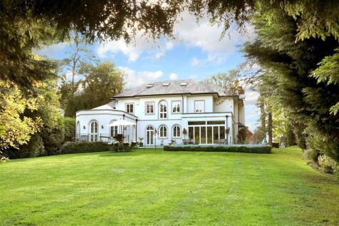 Hancocks Mount, Sunninghill, Ascot, Berkshire, SL5. 6 bedroom detached house for sale