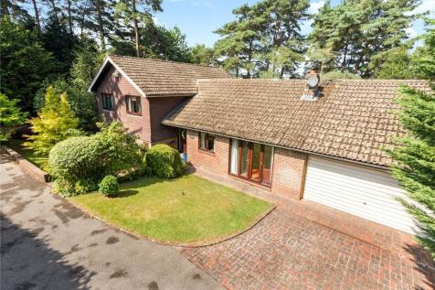 Goldsmiths Avenue, Crowborough, East Sussex, TN6. 4 bedroom detached house for sale