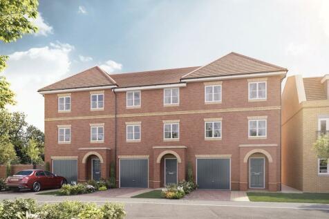 Hersham Road, Hersham, Walton On Thames, Surrey, KT12. 4 bedroom terraced house for sale