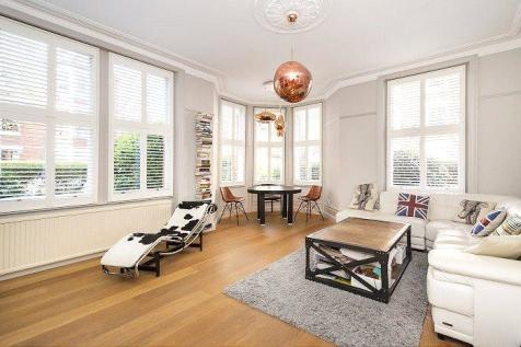 North Court, Clevedon Road, Twickenham, TW1. 4 bedroom flat
