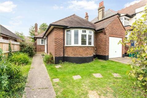 Kings Avenue, Woodford Green, Essex, IG8. 2 bedroom bungalow