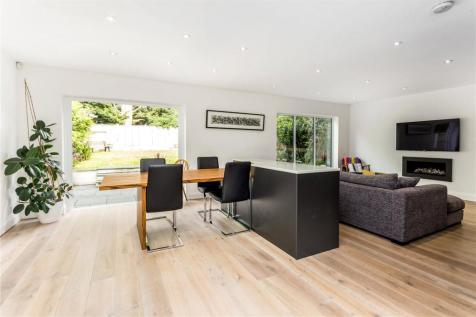 The Uplands, Loughton, Essex, IG10. 4 bedroom detached house for sale