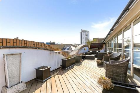 The Circle, Queen Elizabeth Street, London, SE1. 3 bedroom penthouse for sale