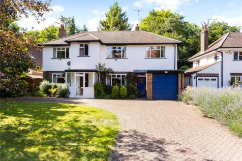 Harestone Valley Road, Caterham, Surrey, CR3. 5 bedroom detached house