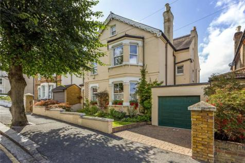 Dornton Road, South Croydon, CR2. 5 bedroom detached house