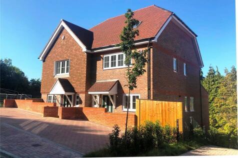 Bradenhurst Close, Caterham, Surrey, CR3. 3 bedroom semi-detached house