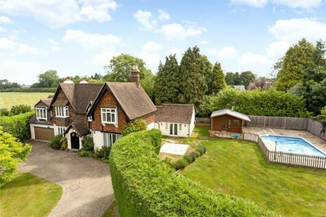 Linden Drive, Chaldon, Surrey, CR3. 6 bedroom detached house