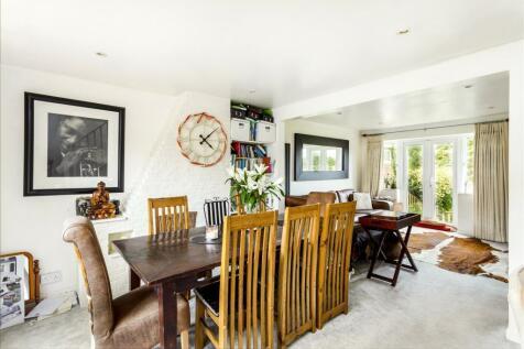Tilgate Common, Bletchingley, Redhill, Surrey, RH1. 3 bedroom bungalow