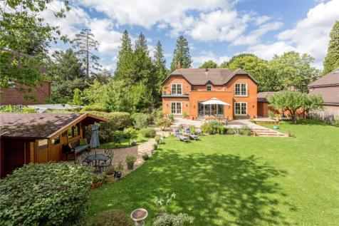 The Avenue, South Nutfield, Redhill, Surrey, RH1. 4 bedroom detached house