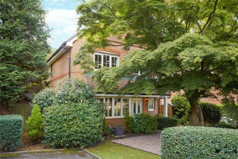Buxton Place, Caterham, Surrey, CR3. 4 bedroom detached house