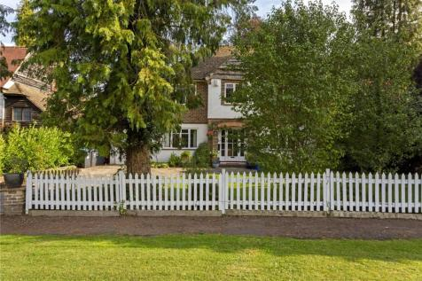 Dome Hill, Caterham, Surrey, CR3. 4 bedroom detached house