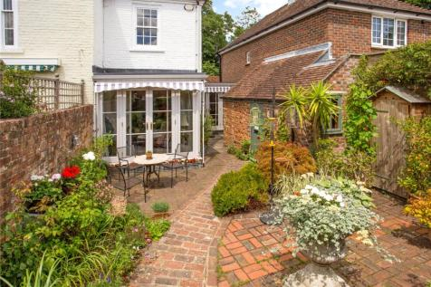 St. Martins Square, Chichester, West Sussex, PO19. 2 bedroom semi-detached house
