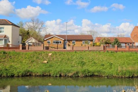 Canal Side West, Newport, Brough, East Yorkshire property