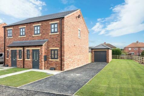 Oakwood Park, Pollington, Goole. 2 bedroom semi-detached house for sale