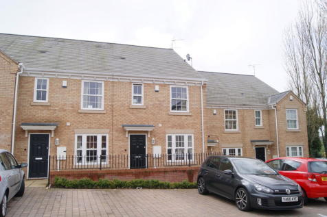 Satchels Court, Dunchurch Road. 3 bedroom terraced house