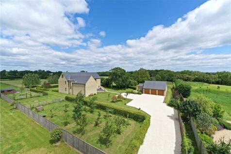 Tiffield Road, Gayton, Northamptonshire, NN7. 6 bedroom detached house