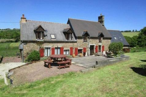 Normandy, Manche, near Sourdeval. 5 bedroom house
