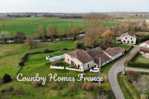 Near Duras, Lot et Garonne, Nouvelle-Aquitaine. 4 bedroom house