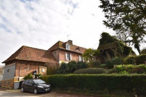 Near Conchy sur Canche, Pas de Calais, Hauts de France. 3 bedroom house