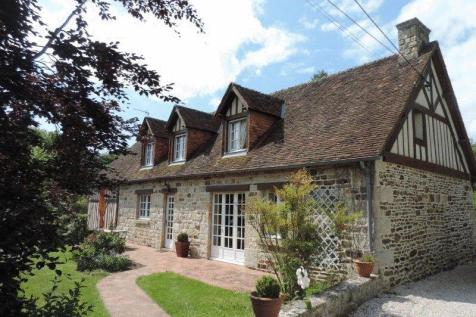 Normandy, Orne, Juvigny sous Andaine. 4 bedroom house