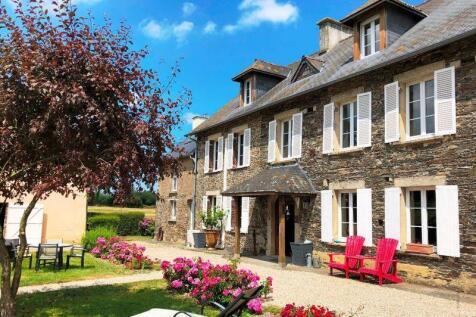 Normandy, Manche, Saint Lo. 5 bedroom house