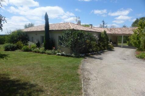 Near Montayral, Lot et Garonne, Nouvelle-Aquitaine. 4 bedroom house