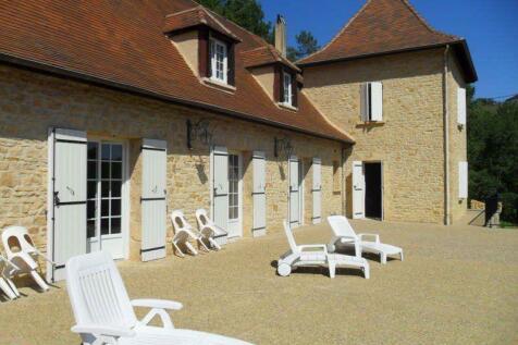 Near Belves, Dordogne, Nouvelle-Aquitaine. 5 bedroom house