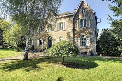 Normandy, Manche, Saint-Hilaire du Harcouet. 10 bedroom house