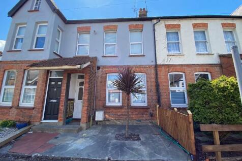 Fairfax Drive, Westcliff-On-Sea, Essex, SS0. 1 bedroom ground floor flat