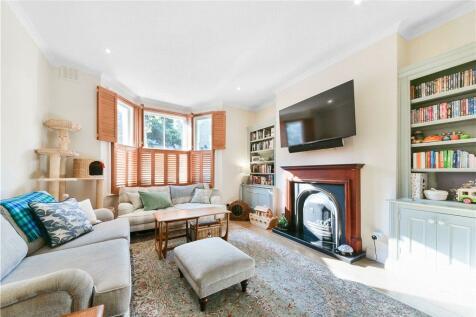 Grosvenor Park, London, SE5. 3 bedroom house