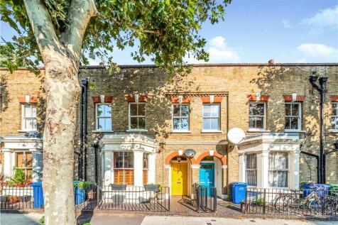 Grosvenor Park, London, SE5. 3 bedroom house for sale
