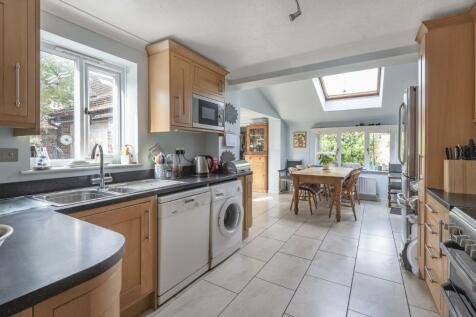 Bircholt Road, Liphook. 4 bedroom detached house for sale