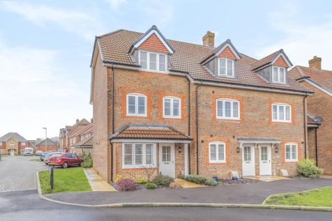Silent Garden Road, Liphook, Hampshire. 4 bedroom town house for sale