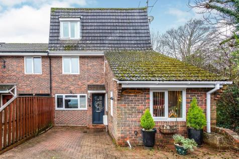 Cook Road, Horsham. 4 bedroom end of terrace house for sale