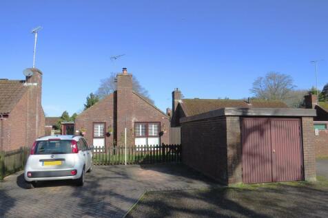 Lyster Road, Fordingbridge. 2 bedroom detached bungalow