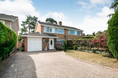 Ashford Close, Fordingbridge. 3 bedroom semi-detached house