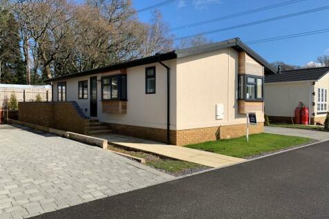 Horton Road, Three Legged Cross, Wimborne. 2 bedroom detached bungalow