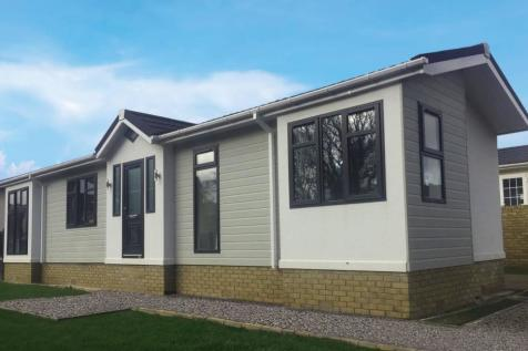 Hurn Road, Matchams, Ringwood. 2 bedroom detached bungalow