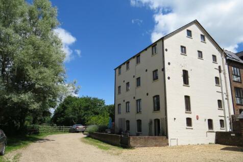 The Granary, Bickton, Fordingbridge. 3 bedroom penthouse