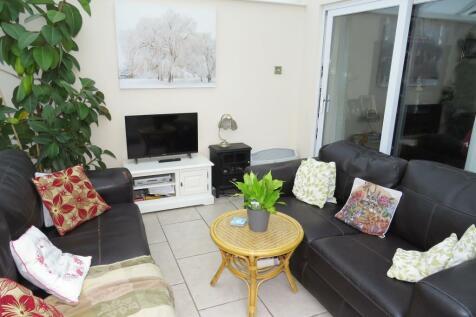 Blackwater Grove, Alderholt, Fordingbridge. 3 bedroom semi-detached house