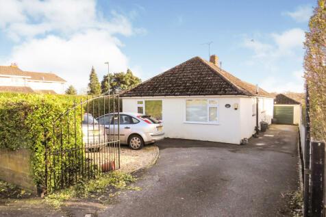 Victoria Road, Fordingbridge. 4 bedroom detached bungalow
